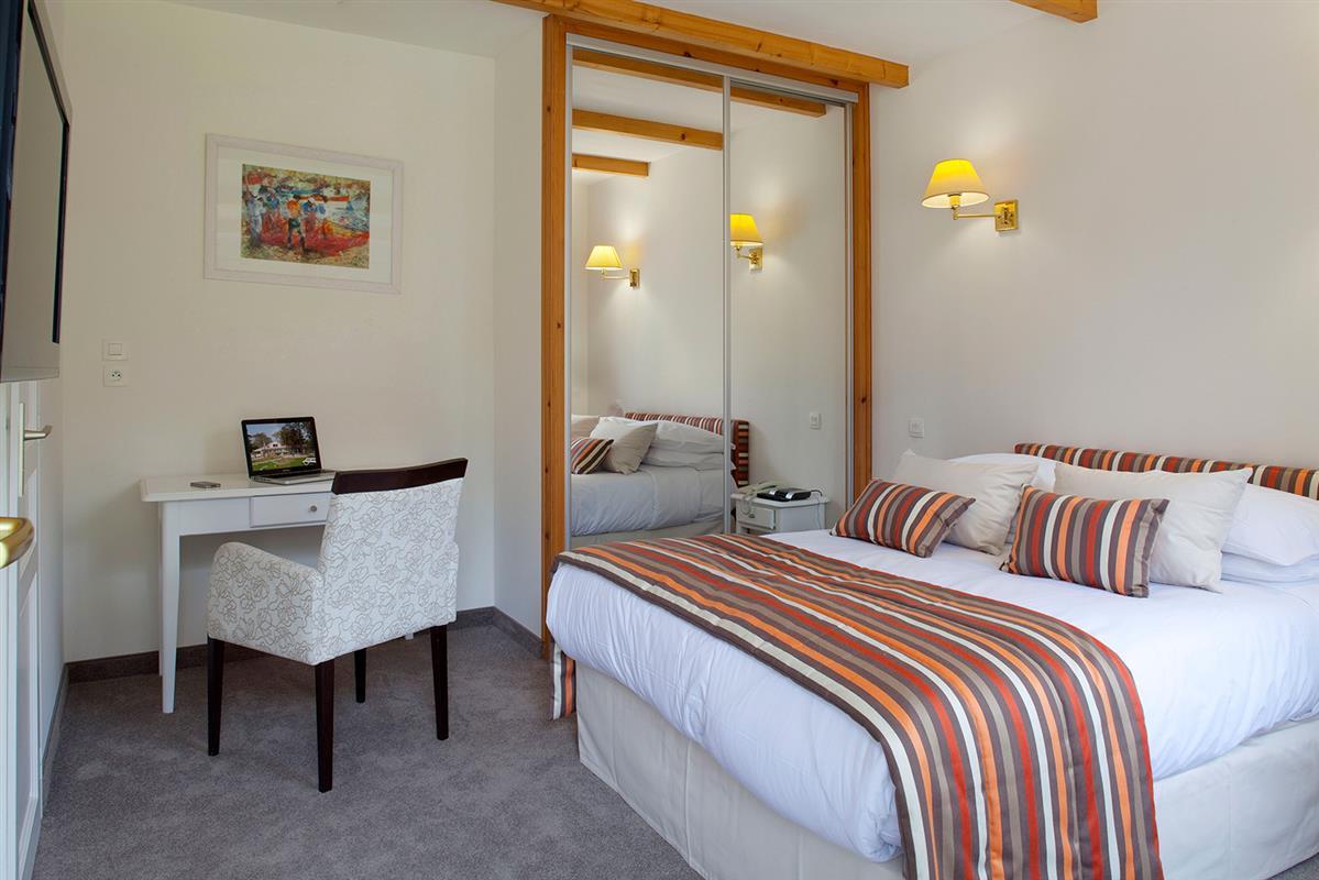 la classique les chambres de l 39 hotel noirmoutier les prateaux h tel les prateaux. Black Bedroom Furniture Sets. Home Design Ideas