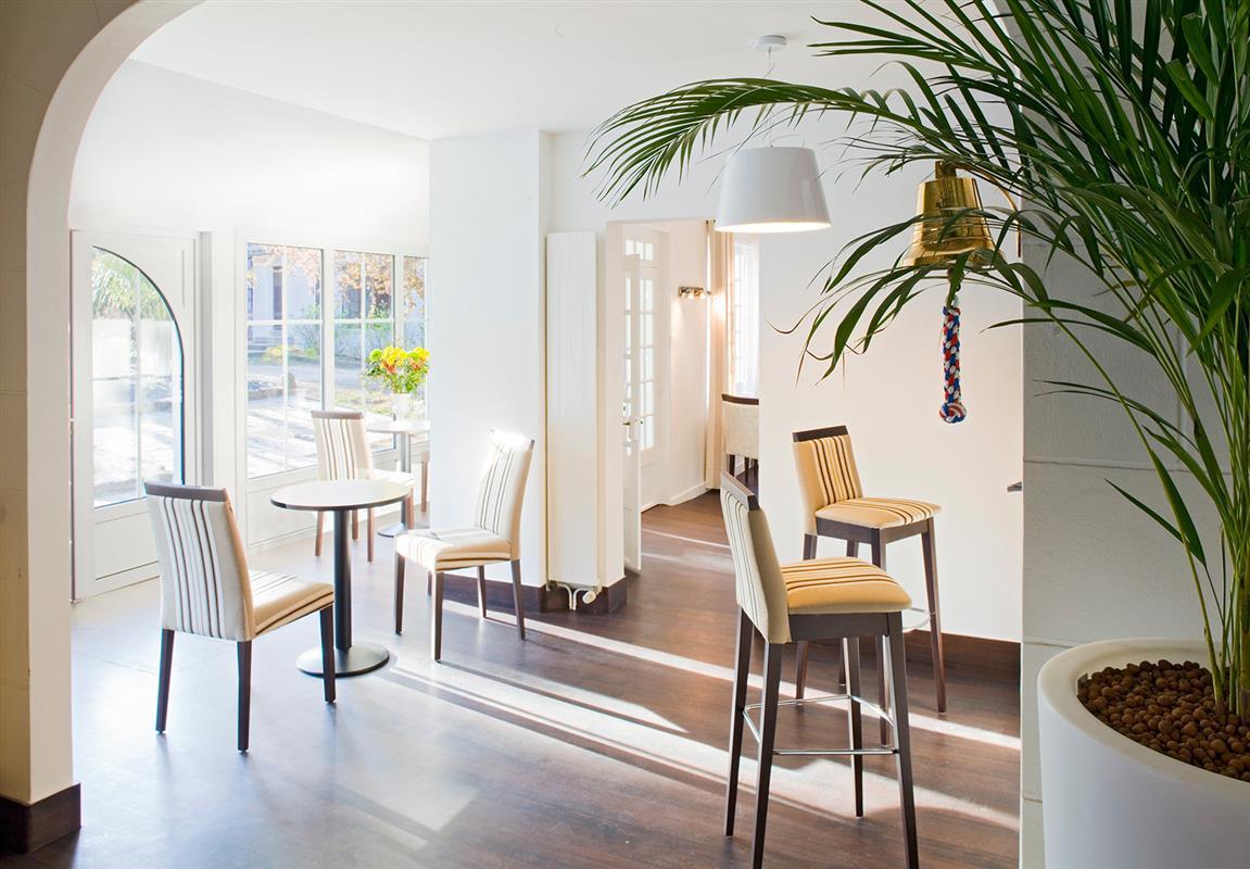 le bar le salon hotel noirmoutier les prateaux hotel restaurant noirmoutier h tel les. Black Bedroom Furniture Sets. Home Design Ideas